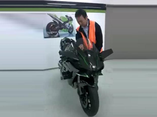 2015-Kawasaki-Ninja-H2-running-engine