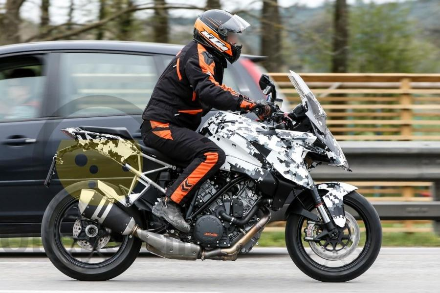 2016 KTM Superduke 1290 GT scoop 6
